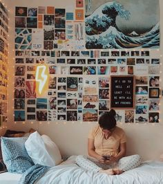 80 ideas for dorm decorations 52 # room + deco 80 dorm room inspiration deco . 80 ideas for dorm decorations 52 # room + decor 80 dorm room inspiration decor concepts 52 80 dorm room inspiration decor ideas Diy Home Decor Bedroom, Room Ideas Bedroom, Bedroom Storage, Bedroom Inspo, Diy Room Decor Tumblr, Decor Room, Bedroom Wall Ideas For Teens, Room Decor With Pictures, Bedroom Wall Pictures