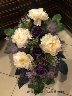 Kompozycja funeralna 2018r. wyk. Sylwia Wołoszynek Funeral Flowers, Topiary, Cemetery, Floral Arrangements, Diy And Crafts, Floral Design, Floral Wreath, Wreaths, Home Decor