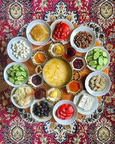 What are Famous Iranian Foods? Breakfast Presentation, Food Presentation, Breakfast Platter, Breakfast Recipes, Persian Restaurant, Turkish Breakfast, Arabic Breakfast, Iran Food, Iranian Cuisine