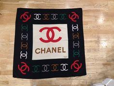 Carré foulard Chanel excellent état. Foulard Chanel, Soie, Echarpe ... 65e614200e0