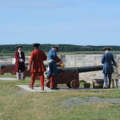 Getting ready to fire the cannon at Louisbourg Seven Years' War, Travel Memories, Canada Travel, Nova Scotia, Cannon, To Go, Fire, Indian, French
