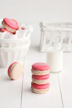 vanilla redcurrant macarons