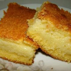 Bolo de fubá cremoso de liquidificador - Viva 50 por Maria Celia e Virginia Pinheiro I Love Food, Good Food, Yummy Food, Sweet Recipes, Cake Recipes, Cooking Time, Cooking Recipes, Corn Cakes, Comida Latina