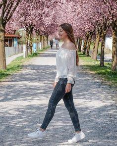SUSANNA ✨ (@susannaamarie) • Instagram   Ein schöner Frühling in Tirol ! What a beautiful spring. :-)  #blossom #cherry #spring #blossoms #cherryblossom #pinktree #springtime #april #march #blogger #austria #österreich