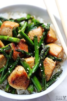 52 Weeknight Chicken Recipes: Lots of recipes, including Chicken Asparagus stir fry - very easy. Asparagus Stir Fry, Chicken Asparagus, Asparagus Recipe, Roasted Chicken, Oven Chicken, Fried Chicken, Soy Chicken, Fresh Asparagus, Sesame Chicken