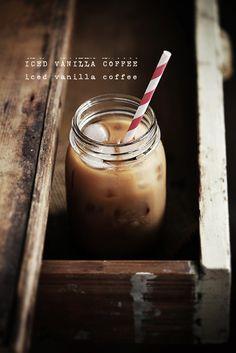 アイスティーじゃなくて、アイスド・バニラ・コーヒーってところがポイント。氷の感じも似合ってる。