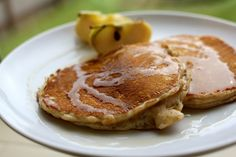 Get your kids ready for school with this nice breakfast idea: American style pancakes with wholemeal pancakes and apples