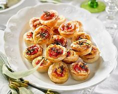 Roast tomato, goat's cheese and caramelized onion quiches: Finger food for every occasion
