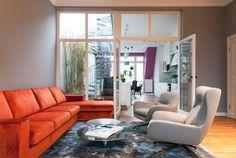 Im Zentrum von Potsdam befindet sich diese hübsche Maisonette-Wohnung. Für die Planung und die Umsetzung war AAB- die Raumkultur verantwortlich. Das ist ein in Berlin ansässiges Planungs-Projektteam, das sich aus Innenarchitekten, Designern und Raumausstattern zusammensetzt. Gemeinsam realisieren sie private und gewerbliche Innenraumkonzepte vom ersten Entwurf bis hin zur Schlüsselübergabe. Das Projekt, das wir euch heute zeigen, wurde bereits in den 1990er-Jahren schlicht grundsaniert…