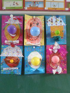 Deze gekke clowns hebben de kapoenen van het eerste leerjaar geknutseld voor carnaval.  Ze zijn geïnspireerd op een ideetje dat ik zag op pi...