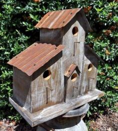 When it comes to birds, avid watchers know that you can never have too many bird houses in your yard. Birds appreciate these items during the nesting and migration seasons, which can just about cover the entire year in some areas. Wooden Bird Houses, Bird Houses Painted, Decorative Bird Houses, Bird Houses Diy, Bird House Feeder, Bird Feeders, Homemade Bird Houses, Bird House Plans, Birdhouse Designs