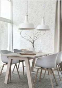 If you want to add a special touch to your Scandinavian dining room lighting design, you have to read this article that is filled with unique tips. White Dining Room Table, Dining Rooms, Dining Tables, Wood Table, Dining Area, Coffee Tables, Deco Design, Wood Design, Dining Room Lighting