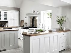 Neptune kitchen - my absolute fav! German Kitchen, English Kitchens, Country Kitchen, New Kitchen, Modern Shaker Kitchen, Classic White Kitchen, Luxury Kitchens, Home Kitchens, Dream Kitchens