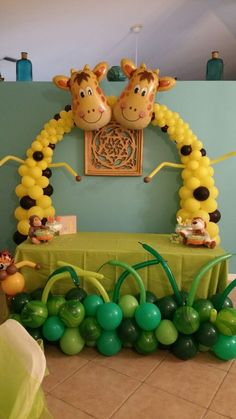 Great for kids parties! - Decoration For Home Safari Party, Jungle Theme Parties, Jungle Party, Giraffe Birthday Parties, Jungle Theme Birthday, Birthday Balloons, Party Animals, Animal Party, Zoo Animals