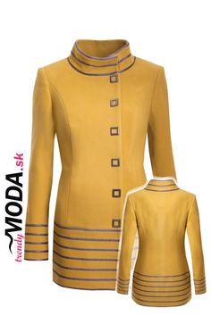 Žltý zimný dámsky kabát priliehavého strihu, so skrytými vreckami a výraznými…