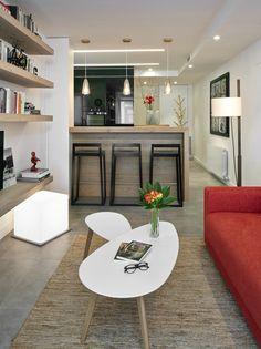 Molins Interiors // arquitectura interior - interiorismo - decoración - salón -chimenea - biblioteca - sofá rojo - alfombra - loft - estantería