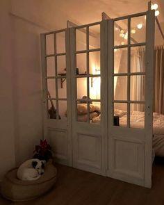 Interiores #155: Inventar una casa – Casa Chaucha Decor, Home, Secret House, Diy Apartment Decor, Furniture, House, Bohemian House, Diy Apartments, Deco
