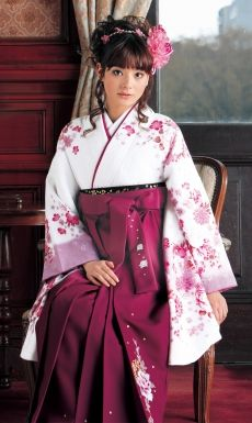 End of March is graduation season in Japan! I wish I could wear pleated hakama to my graduation^^