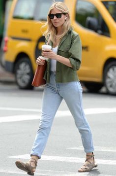 Sienna Miller rocks jeans and an olive jacket for casual coffee run in NYC Green Jacket Outfit, Khaki Jacket, Celebrity Style Casual, Celeb Style, Sienna Miller Style, Cool Outfits, Summer Outfits, Casual Outfits, Looks Black