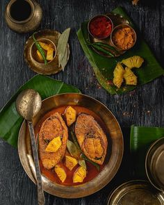 While relishing a spicy Malay fish curry with pineapple chunks last evening , couldn't help remembering the Anarosh Ilish that's one of my favourite Ilish recipes. Veg Recipes, Spicy Recipes, Indian Food Recipes, Asian Recipes, Cooking Recipes, Food Flatlay, Bengali Food, Eat Seasonal, Kitchen