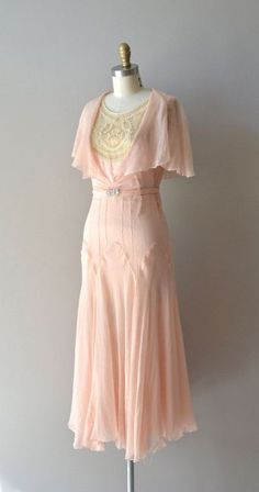 silk dress / vintage dress / Doucement silk chiffon dress - - Source by Vestidos Vintage, Vintage 20s Dresses, Robes Vintage, 1920s Dress, Vintage Outfits, Vintage Fashion, Fashion 1920s, Fashion Fashion, 1920s Fashion Dresses