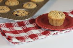 Gluten Free Cinnamon Oatmeal Breakfast Muffins - if I sub chocolate chips for raisins this will be a big hit around here :)