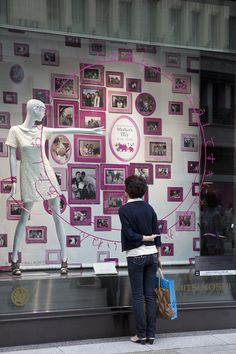 Visual merchandising & window display design ideas from japan. Window Display Design, Shop Window Displays, Store Displays, Display Windows, Retail Windows, Store Windows, Shop Interior Design, Store Design, Showcase Store