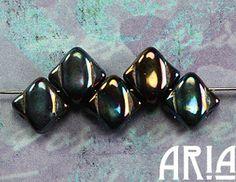 JET IRIS: 6x6mm חרוזי זכוכית צ'כי יהלומים דו חור סילקי (50 חרוזים)