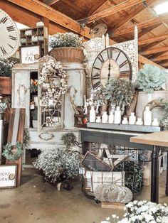 Vintage Booth Display, Antique Booth Displays, Antique Booth Ideas, Craft Booth Displays, Booth Decor, Display Ideas, Fall Store Displays, Vintage Store Displays, Gift Shop Displays
