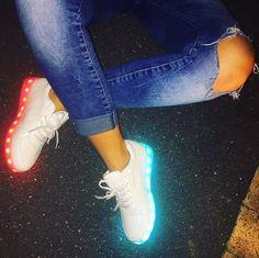 Look chic et branchée grâce aux chaussures LED et lumineuses de la boutique : Chaussures-Led.com