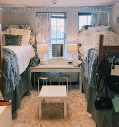 Brilliant Dorm Room Organization Ideas ~ Gorgeous House How Should The College Bedroom Decor, Cool Dorm Rooms, College Dorm Decorations, College Dorm Rooms, Sorority Room Decorations, Dorm Room Setup, Dorm Room Rugs, Preppy Dorm Room, Dorm Room Themes