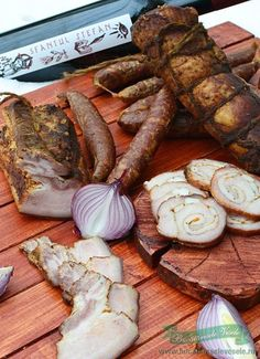 For christmas romanian food yammy Romania Food, Around The World Food, Ground Meat Recipes, Good Food, Yummy Food, Artisan Food, Exotic Food, Different Recipes, International Recipes