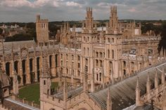 Oxford University boasts many magnificent buildings but which are the best and most beautiful colleges? Here are the top, according to an Oxford student! Boarding School Aesthetic, College Aesthetic, City Aesthetic, Oxford College, Oxford Student, College Campus, Dream School, Oxford England, Places To See