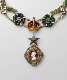 Knight Grand Commander's collar and badge of the Order of the Star of India London, 1861–1947. Belonged to Vice-King of India Nawab Sadiq Mohamed Khan. From the collection of A. Khazin (Moscow).