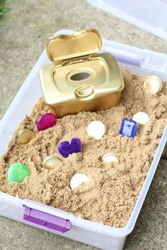 DIY Treasure Chest for Toddlers - I Can Teach My Child! - - This DIY Treasure Chest for Toddlers is made using recycled household materials! And the pieces are large enough they don't pose a choking hazard! Toddler Play, Toddler Learning, Toddler Crafts, Crafts For Kids, Kids Diy, Summer Crafts, Early Learning, Sensory Table, Sensory Bins