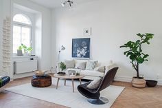 Spotted on Alvhem, this beautiful Scandinavian apartment is bright and airy, showcasing some amazing design details in Linnéstaden, Gothenburg, Sweden. Living Dining Room, Scandinavian Apartment, Home And Living, Decor, Furniture, Living Room Inspiration, Simple Living Room, Home, Salas Living Room