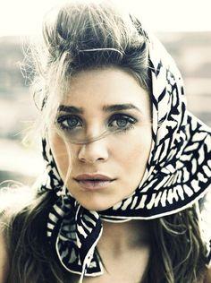 flawless head scarfs, fashion, olsen twins, ashley olsen, hair makeup, inspir, beauti, scarv, portrait