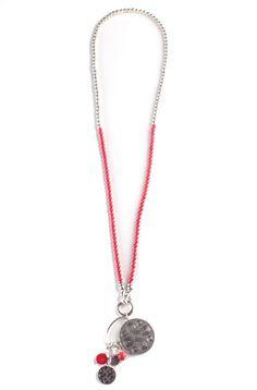 7338219416f6 Collar Árabe Rojo - Collar largo decorado con perlas rojas y plateadas con  doble cierre de