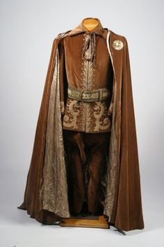 Fantasy Clothing Costume worn by George Peppard in the 1961 New Orleans Mardi Gras, designed by Edith Head. Medieval Fashion, Medieval Clothing, Gypsy Clothing, Historical Costume, Historical Clothing, Moda Medieval, Kleidung Design, Medieval Costume, Medieval Gown