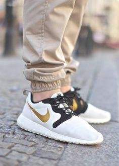 "Nike Roshe Run Hyperfuse ""Gold Hypervenom"""