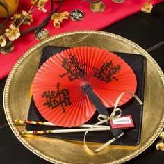 Chinese -New- Year- Centerpiece- Ideas_13 Chinese Theme Parties, Asian Party Themes, Chinese New Year Party, New Years Party, Chinese Party Decorations, Chinese Table, Chinese Dinner, Deco Nouvel An, In China