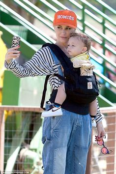 Say cheese! Gwen Stefani and her adorable little boy Apollo took what seemed to be a perfect selfie together while spending the day at a farm in Los Angeles on Wednesday