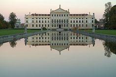 Reflejo en Villa Pisani Italian Villa, Venetian, Castle, Louvre, Photo And Video, World, Building, Places, Architects