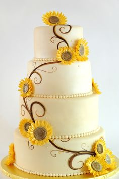 Sunflower wedding cake I love this cake do two tears and cupcakes Gorgeous Cakes, Pretty Cakes, Amazing Cakes, Cupcakes, Cupcake Cakes, Summer Wedding, Dream Wedding, Yellow Wedding, Trendy Wedding