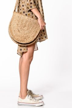 For an authentic, retro peasant look you may have found the ideal companion in this handy straw bag. Measurements: 33cm wide x 37cm tall
