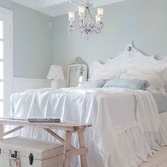 Awesome 90 Romantic Shabby Chic Bedroom Decor and Furniture Inspirations Shabby Chic Mode, Estilo Shabby Chic, Romantic Shabby Chic, Vintage Shabby Chic, Shabby Chic Style, Shabby Chic Decor, Shabby Chic Bedrooms, Bedroom Vintage, Shabby Chic Furniture