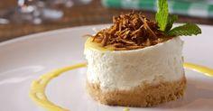 Os amantes de coco vão se apaixonar por esta Torta Mousse de Coco Queimado com Baba de Moça. Clique ao lado para ver a receita