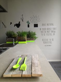 Love the quote on the wall. Awesome, there is even neon cutlery. #neon