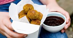 Pop these bites in a noodle box, then serve with barbecue sauce for dunking. Chicken Bites, Curry Powder, Barbecue Sauce, Finger Foods, Noodles, Seafood, Cooking, Poultry, Dinners