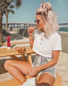 enjoying this fryday 😋 in Urban Outfitters genieße diesen Alltag 😋 in Urban Outfitters @ liketoknow. Short Hair Outfits, Pelo Natural, Short Blonde, Mode Inspiration, Hair Inspo, Hair Looks, New Hair, Cool Hairstyles, Short Blond Hairstyles